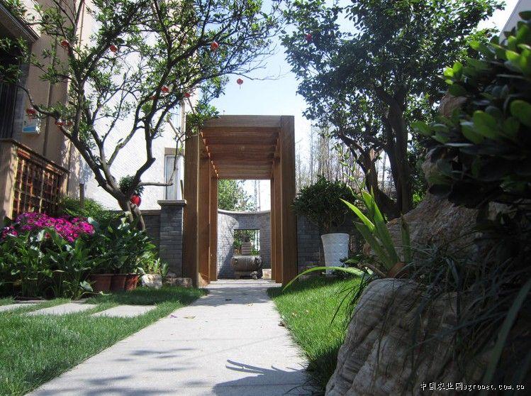 院门无论是欧式还是中式;园路铺装无论是石材还是