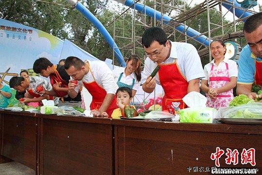新疆塔城市举行鲜食蔬菜趣味大赛(图)